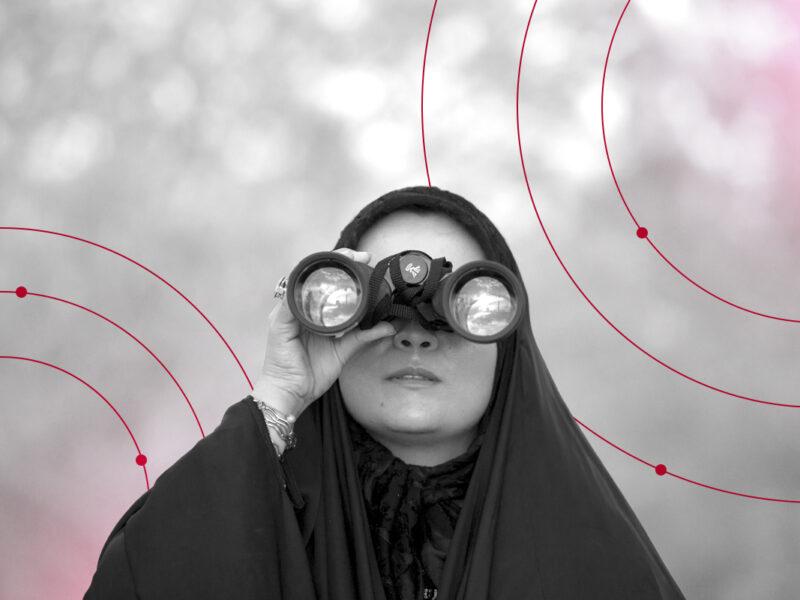 inbound_marketing_woman looking through binoculars